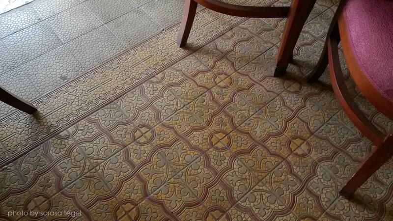 lantai tegel jaman kuno
